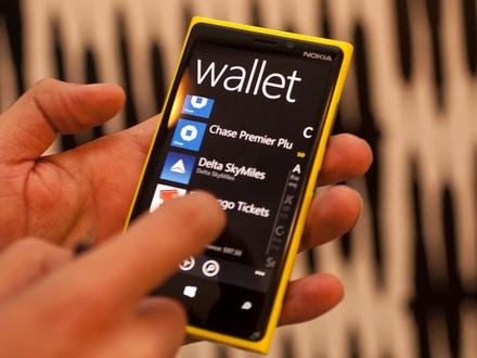440x330-nokia-lumia-920-hands-on-wallet